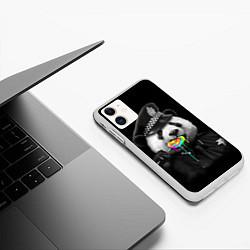 Чехол iPhone 11 матовый Панда с карамелью цвета 3D-белый — фото 2