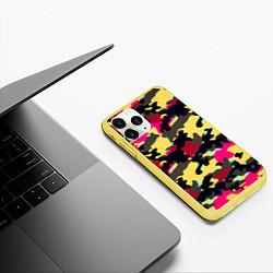 Чехол iPhone 11 Pro матовый Камуфляж: желтый/черный/розовый цвета 3D-желтый — фото 2