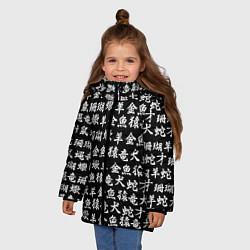 Куртка зимняя для девочки ИЕРОГЛИФЫ цвета 3D-черный — фото 2