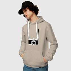 Толстовка-худи хлопковая мужская Фотик на шее цвета миндальный — фото 2