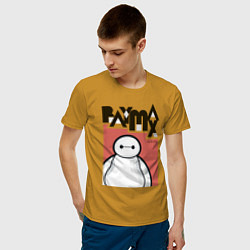 Футболка хлопковая мужская Бэймакс цвета горчичный — фото 2