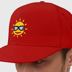 Кепка-снепбек Солнышко в очках цвета красный — фото 1