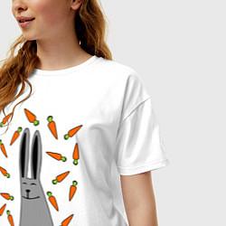 Футболка оверсайз женская Кролик в морковке цвета белый — фото 2