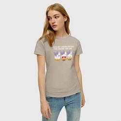 Футболка хлопковая женская Daisy Duck with her crush цвета миндальный — фото 2