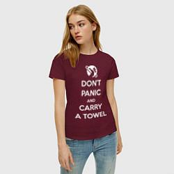 Футболка хлопковая женская Dont panic & Carry a Towel цвета меланж-бордовый — фото 2
